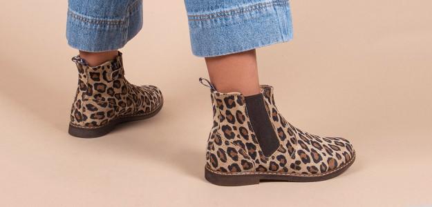 7823200e56c61 ... de la chaussure bébé à la chaussure enfant et ado. Toutes les lignes et  toutes les nouveautés Pom d Api sont largement représentées dans notre  boutique ...